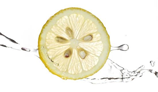 柠檬水可以用来洗脸吗